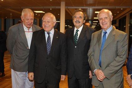 El ex gobernador, en un evento junto a Carlos Campolongo, Raúl Ricardo Alfonsín y Roberto Lavagna