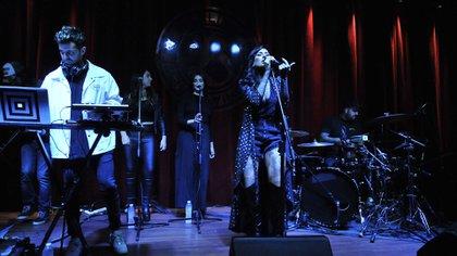 Cande Tinelli presentó su primer álbum solista en el bar Berlina Vorterix (Fotos: Teleshow)