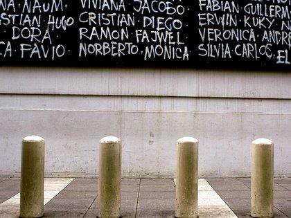 """Foto de Daniel Caldirola del libro """"Pilotes y defensas"""""""