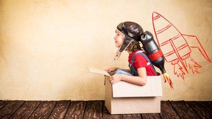 Dentro de los 54 artículos tratados en la convención se encuentra el derecho a jugar, a la educación, a una familia, entre otros (Shutterstock)