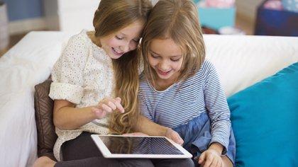 Los niños Alpha influyen en las decisiones de consumo familiares porque expresan y tienen gustos y elecciones propias.