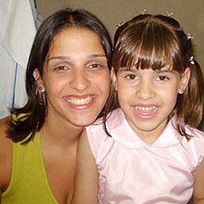 Isabella junto a su madre, Ana Carolina Oliveira