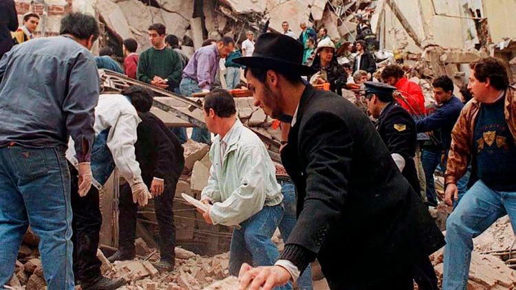 El atentado contra la Asociación Mutual Israelita Argentina en 1994 dejó 85 muertos