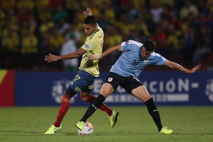 Soccer Football - South American Olympic Qualifiers - Alfonso Lopez Stadium, Bucaramanga, Colombia - Colombia v Uruguay - February 9, 2020     Uruguay's Joaquin Piquerez in action with Colombia's Gabriel Fuentes    REUTERS/Luisa Gonzalez