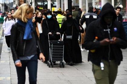 A diferencia del resto de Europa, las calles de Londres continúan pobladas (Reuters)