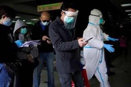 El trabajo realizado en Islandia exploró un dato central para poder terminar con la pandemia de COVID-19. (REUTERS/Aly Song)