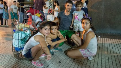 Cristian Bernal y sus hijos (Gustavo Gavotti)