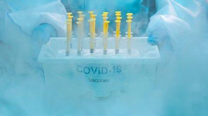 Pfizer anunció que la estabilidad de su vacuna cuando se almacena es desde -25 ° C a -15 ° C, temperaturas que se encuentran comúnmente en congeladores y refrigeradores