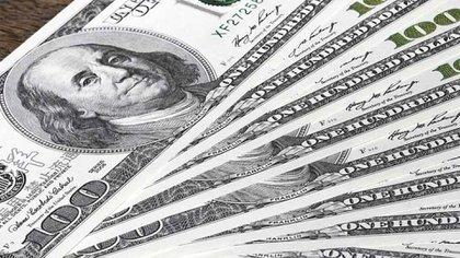 El tipo de cambio escaló a máximos en los mercados libres y regulados.