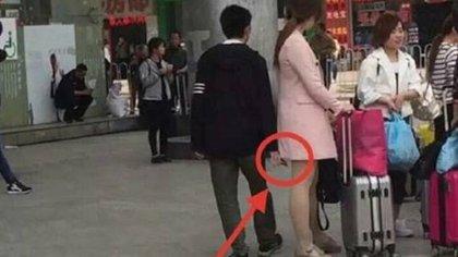 """Desde filmar debajo de las faldas de las mujeres hasta registrar una violación: el """"molka"""" es una epidemia difícil de controlar en Corea del Sur (Chiang Rai Times)"""