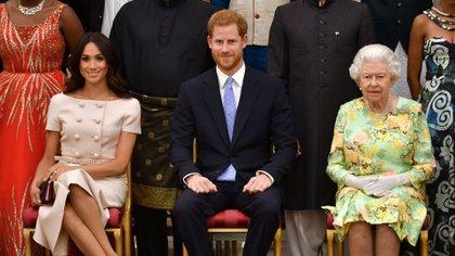 Meghan Markle, el príncipe Harry y la reina Isabel II (Rueters)