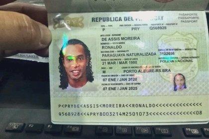 Los pasaportes de Ronaldinho y su hermano eran originalmente de dos mujeres pero fueron adulterados