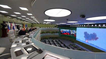 El presidente ruso Vladimir Putin observando el testeo del Avangard (Reuters)