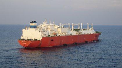 Un buque de GNL, un sistema muy costoso de importación de gas