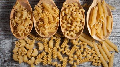 Algunos tipos de pasta que se venden para cocinarlos en casa (Shutterstock)
