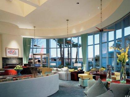 La espectacular sala de estar de John Travolta (Architectural Digest)