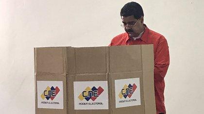 El presidente venezolano, Nicolás Maduro, votando durante una elección en Venezuela (@DrodriguezVen)