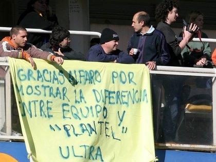 """La bandera del conflicto: """"Gracias Alfaro por mostrar la diferencia entre equipo y plantel"""" (Fotobaires)"""