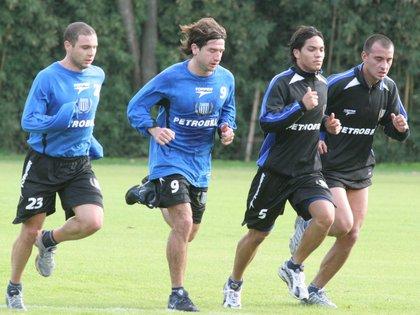 Pelotín Vitali, Chirola Romero, el Chaco Torres y el Lobo Ledesma entrenando en Racing
