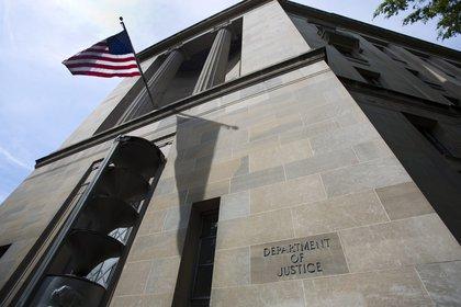 Imagen de la fachada del departamento de Justicia estadounidense en Washington. EFE/Jim Lo Scalzo/Archivo.
