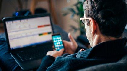 Según la Fundación Observatorio Pyme, el 60% de las empresas de hasta 800 trabajadores pueden pasar parcial o totalmente su actividad al teletrabajo (Shutterstock)
