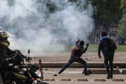 Disturbios en diferentes lugares del país ocurrieron durante el sexto día de manifestaciones. (Colprensa Camila Díaz)