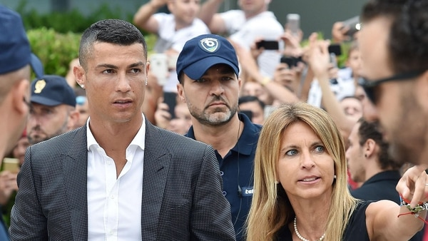 (EFE) Ronaldo recibió el cariño de la afición en su llegada a Turín