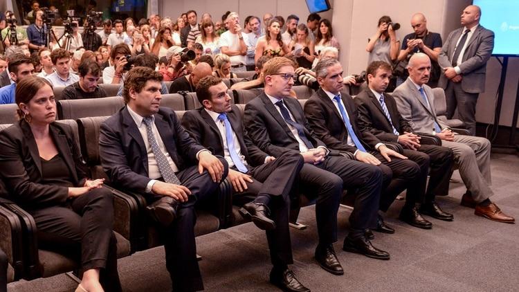 Los secretarios del Palacio de Hacienda, durante la primera conferencia de prensa de Guzmán