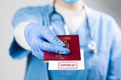 Este certificado se expedirá de forma gratuita, y los datos de la persona aparecerán tanto en la lengua oficial de su nación de origen como en inglés (Shutterstock)