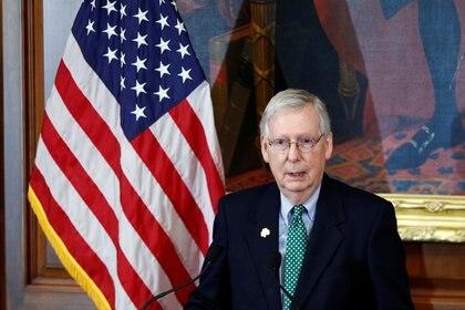 El líder de la mayoría en el Senado, Mitch McConnell, detalló el plan de ayuda para los estadounidenses afectados por el coronavirus (Foto: REUTERS/Tom Brenner)