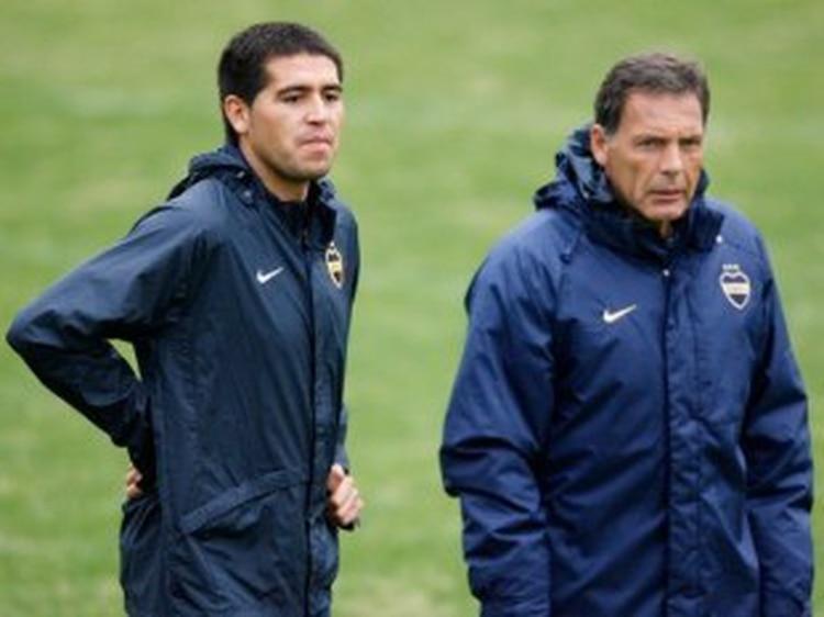 Juan Román Riquelme y Miguel Ángel Russo en 2007, el año que Boca conquistó por última vez la Copa Libertadores