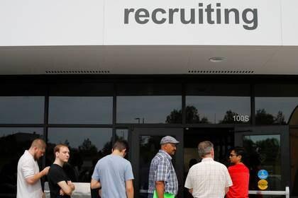 Es importante que conozcas y cumplas con todos los requisitos para solicitar los beneficios (Foto: Reuters/Brian Snyder)