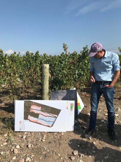 Ing. Agrónomo Marcelo Belmonte, y un mapeo del viñedo por conductividad
