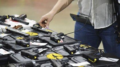 Una feria de venta de armas en Florida (AFP)