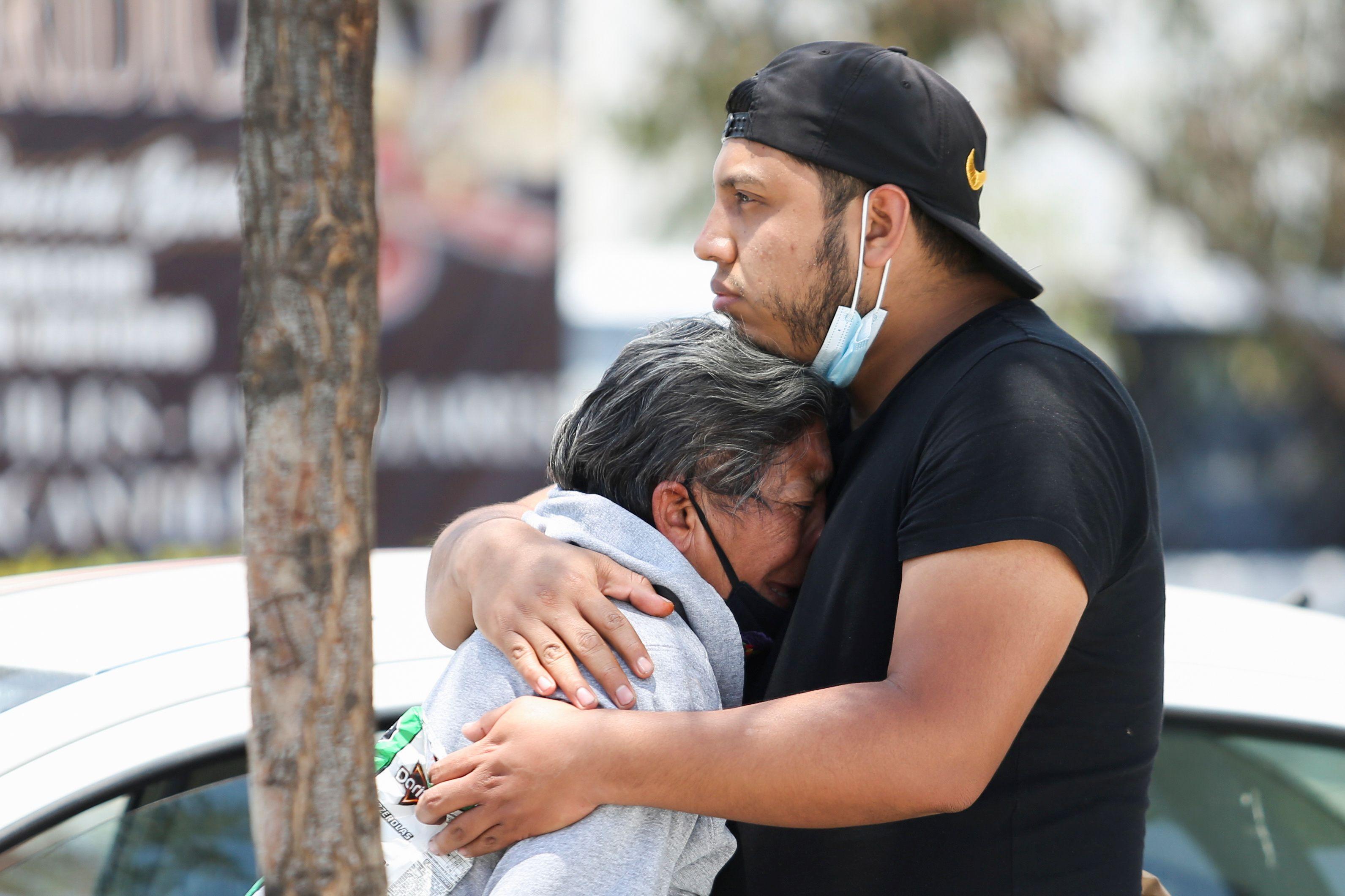 Decenas de personas quedaron bajo los escombros. (Foto: Reuters)