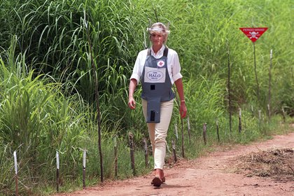 El príncipe Harry visitó los mismos sitios que su madre, la princesa Diana, en su visita a África, con el fin de seguir sus proyectos