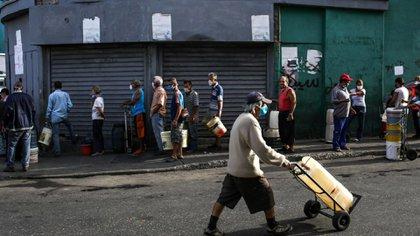 La lucha contra el coronavirus se ve agravada en Venezuela por la crisis humanitaria que atraviesa el país (AFP)