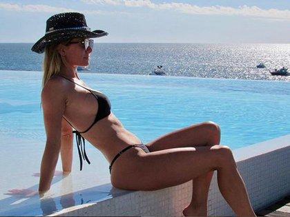 Sofía Zámolo, con bikini triangulito negra