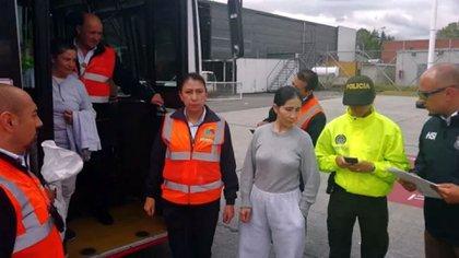 Alias 'Sonia' el día que fue deportada a Colombia tras cumplir su condena en Estados Unidos.  Colprensa - Migración Colombia
