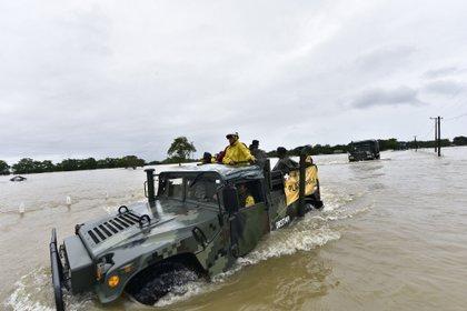 En la entidad de Tabasco están trabajando para apoyar a la población elementos del Ejército y Marina (Foto: EFE/Jaime Avalos)