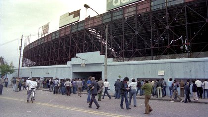 The Old Gasometer on Avenida La Plata opened its doors for the last time on December 2, 1979