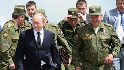 Algunos de los funcionarios de hoy eran los guardaespaldas que en 1999 acompañaron a Putin a Helsinki. (carnegie.ru)