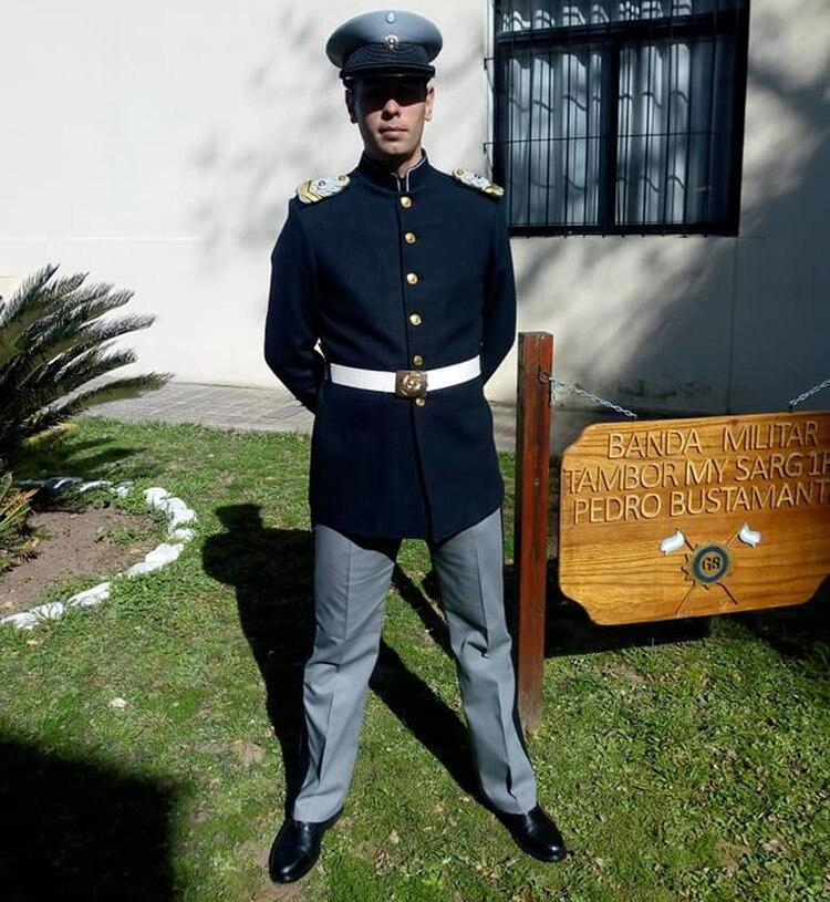 Luongo integra la banda musical del Liceo Militar General Belgrano de la provincia de Santa Fe