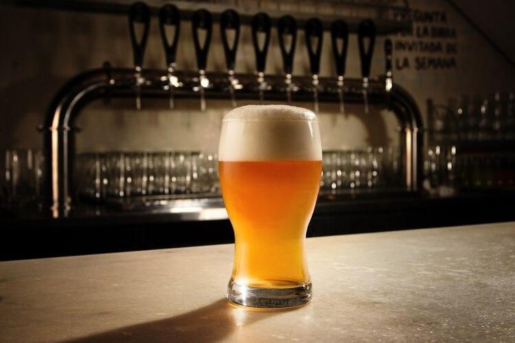 Funes Birrería cuenta con 8 canillas de cervezas fijas y 2 rotativas que dan lugar a los nuevos sabores que salen de la fábrica