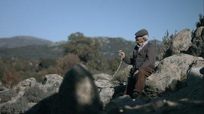 Antonio Cabidú en las montañas de la isla de Cerdeña