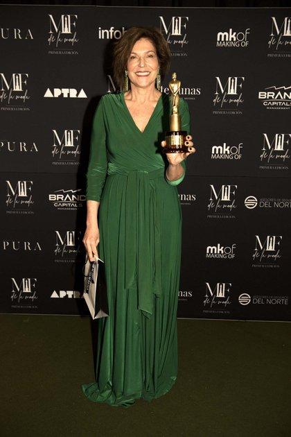 La periodista Dora Becher  recibió el premio por la revista L´Officiel , a la mejor portada (Adrián Escandar)