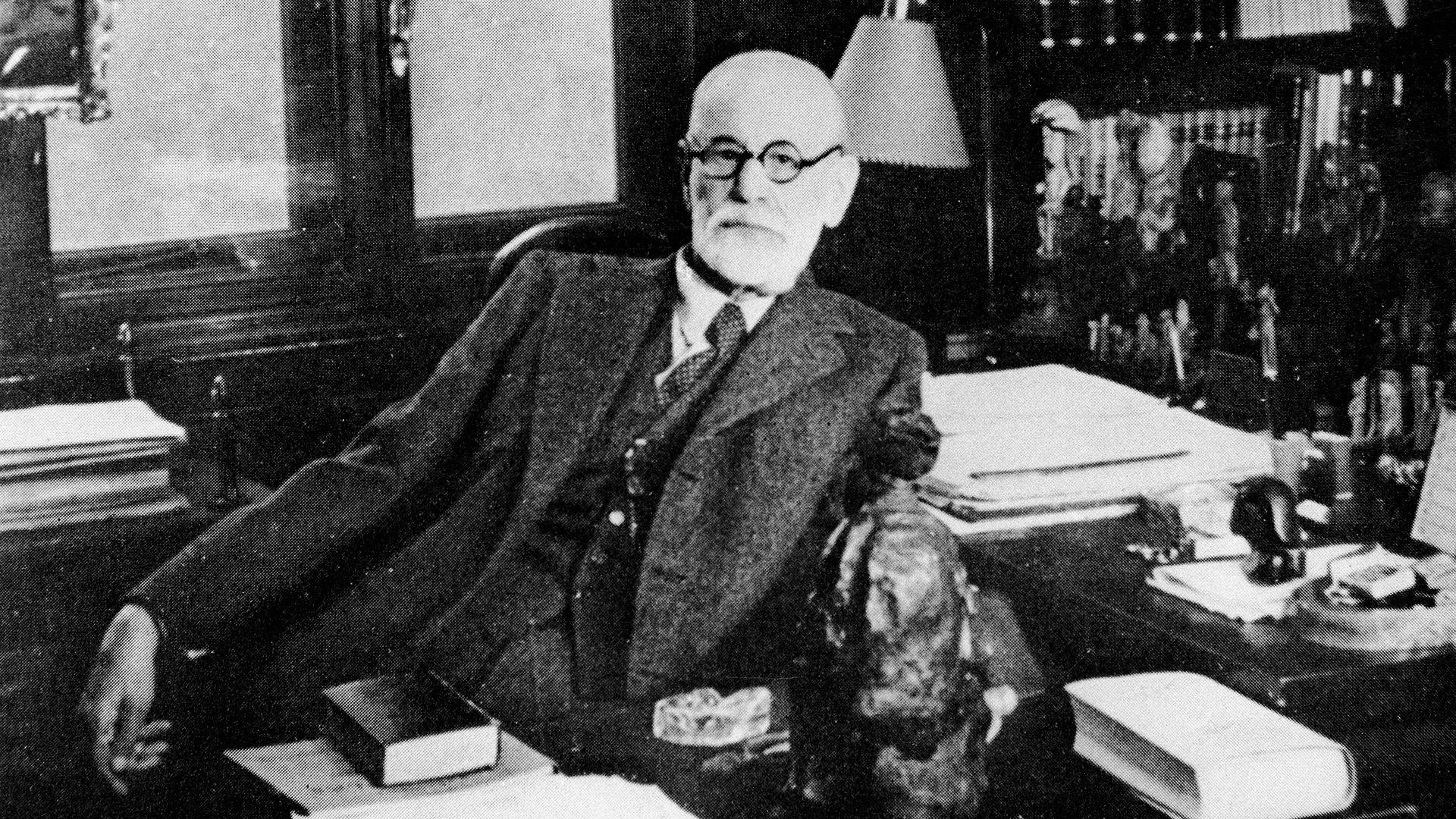 Los últimos días de Sigmund Freud: el cuerpo torturado, el olor de sus heridas y el pacto con su médico para no sufrir