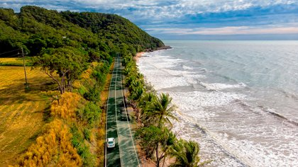 From the Cairns to the Cape Tribulation, it is located on a magnificent coastline that embraces two World Heritage Sites, the Great Barrier Reef and the humid tropical rainforest.