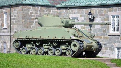 """El Sherman se produjo en numerosas versiones. En la foto un M4A3E8 """"Easy Eight"""" con cañón de 76 mm (Shutterstock)"""