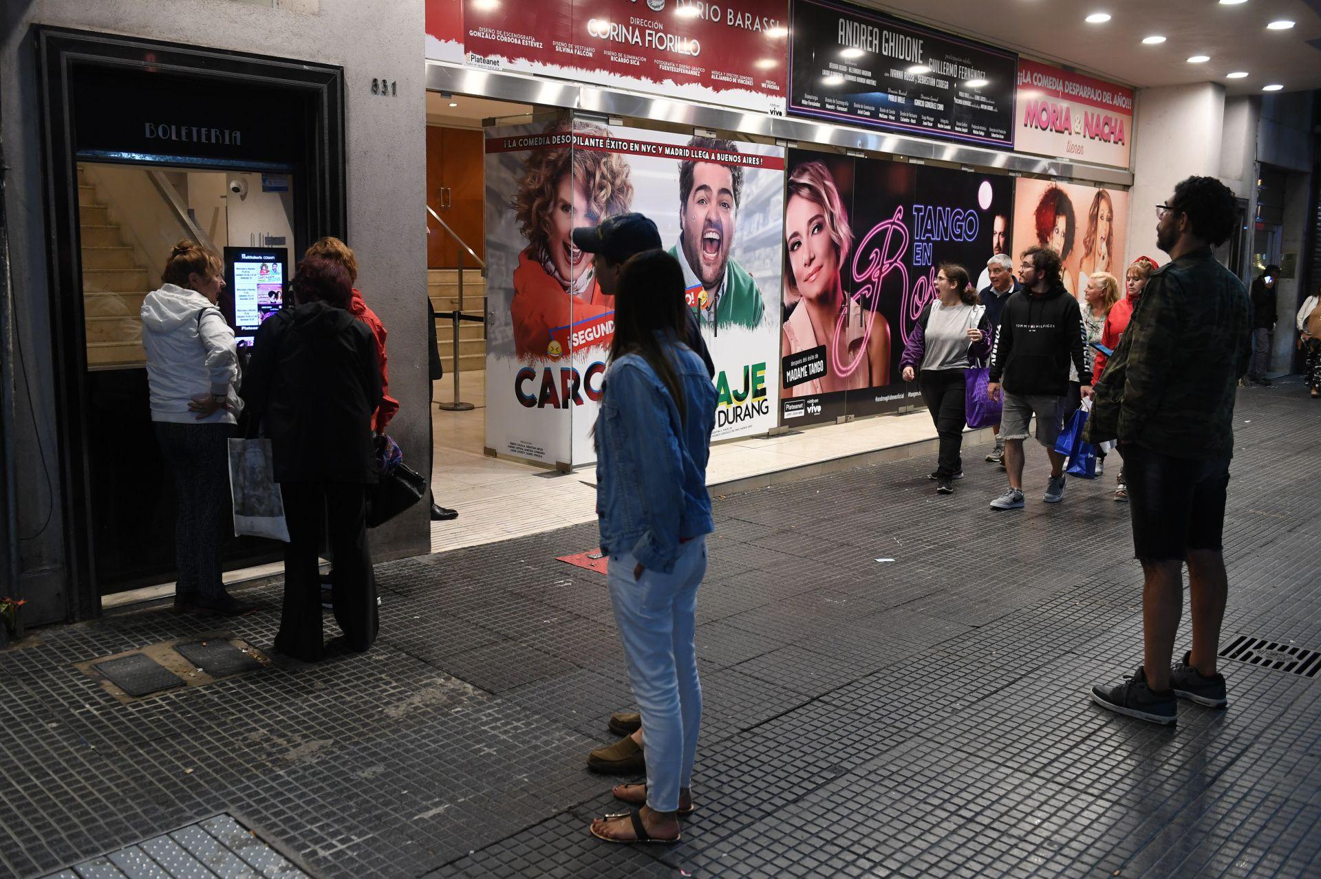 La calle Corrientes estará paralizada por las noches a raíz del brote del coronavirus (Foto: Maximiliano Luna)